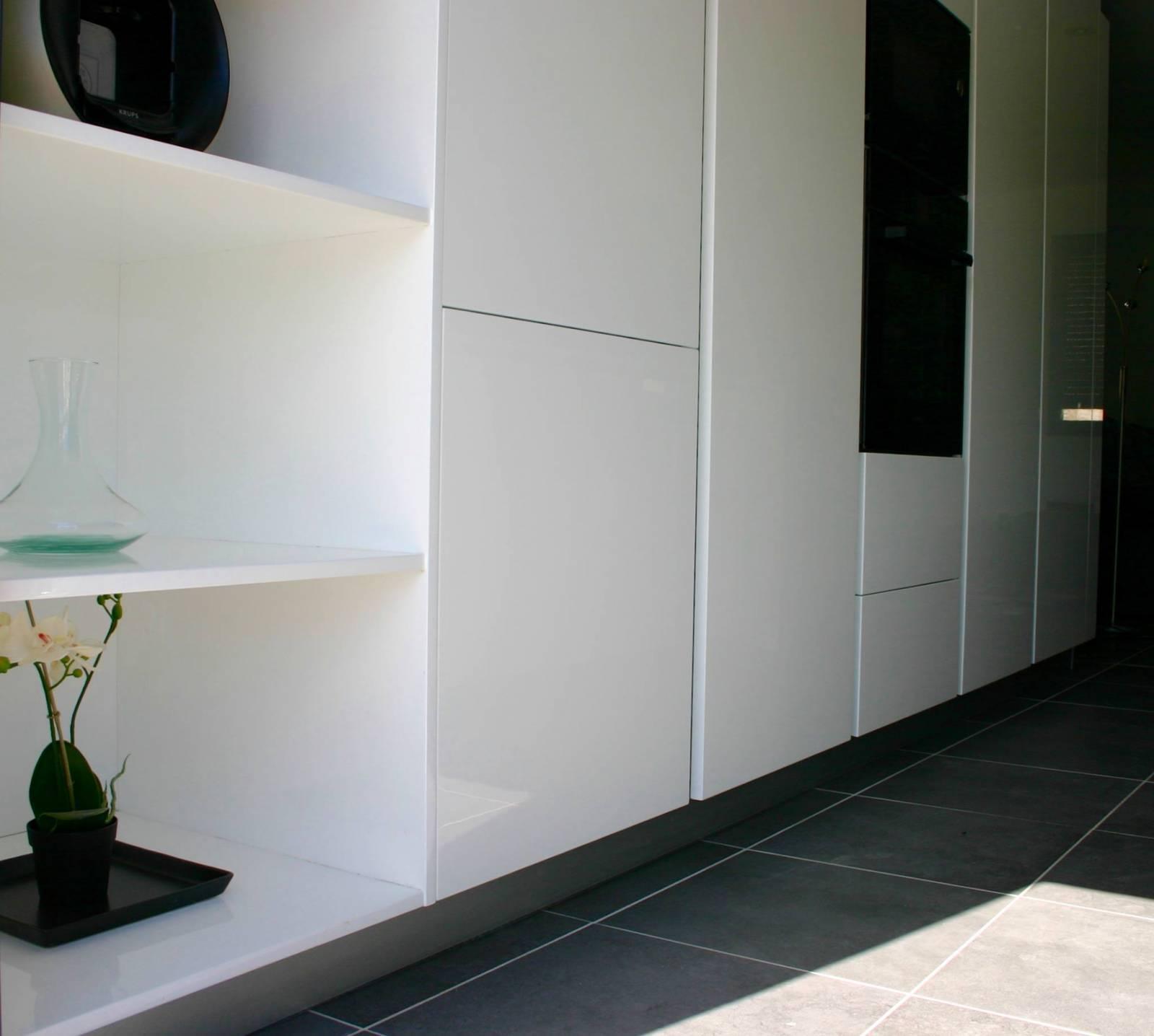 D nt conception cuisine blanc brillant colonnes il t sur for Conception cuisine sur ipad